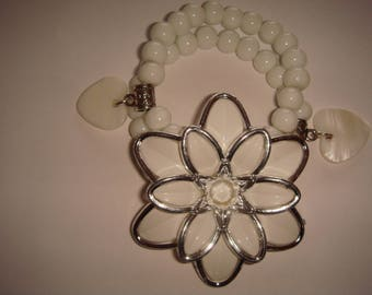 glass and pearly white flower bracelet