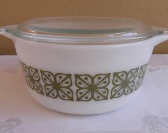 Pyrex Verde 1 1/2 Quart Casserole with lid