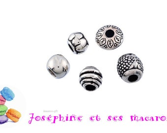 5 acrylic silver beads about 1 cm