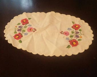 """Beautiful Vintage Ellipse doily,doily With Flowers 11"""" X 4"""", Vintage Embroidery, embroidered doily"""
