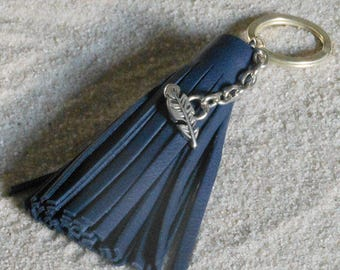 Keychain tassel fringe in Navy blue leather and silver metal pen