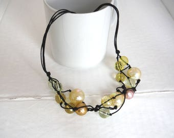 synthetic Pearl Necklace Pearl White Pink Yellow Green bronze tones/necklace