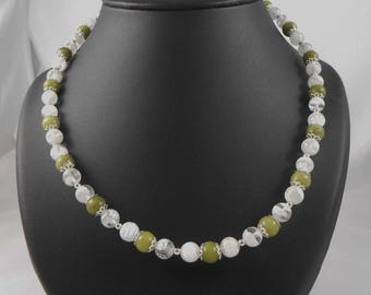 Green jade and 8 mm glass beads necklace