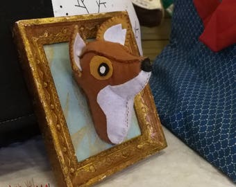 Little Fox taxidermi frame