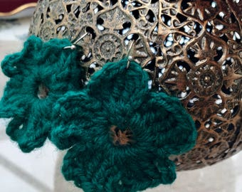 Green crochet flower earrings