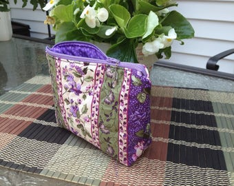 Quilted Foral Zipper Pouch