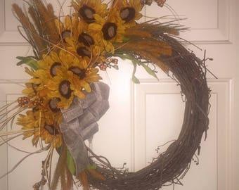 Sunflower Grapevine Wreath.  Summer Wreath.  Grapevine Wreath.