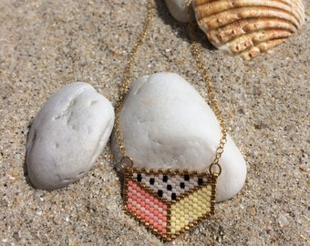 Hand woven pendant gold necklace