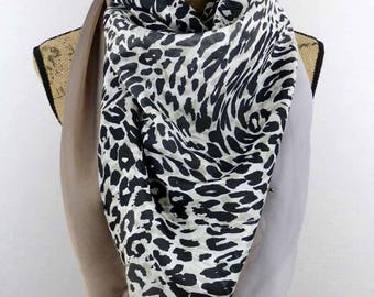 Great 135x135cm Panther silk square scarf