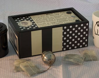 Box with sliding lid tea house