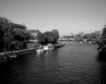 "Photography black and white: ""A Seine de la life running"" - Paris, FRANCE - 2008"