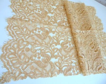 Beautiful lace of Calais HAUTE COUTURE beige mother of Pearl/Gold