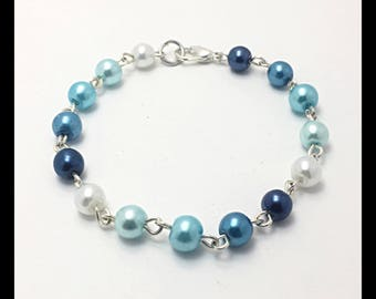 Bracelet in shades of blue glass beads.