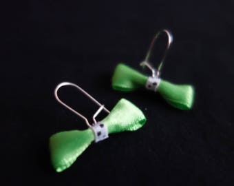 Earrings small green bows and dots