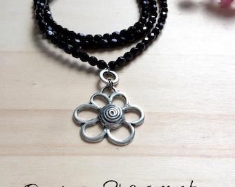 A pendant black beaded Flower necklace
