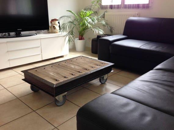 table basse original style industriel. Black Bedroom Furniture Sets. Home Design Ideas