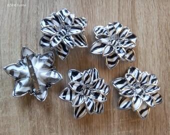Striped flower plastic brooch