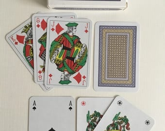 A.30 linen playing cards. Very nice deck.