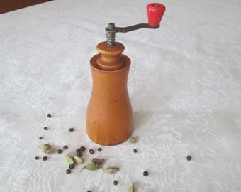 Old pepper grinder, Wooden mill, Small spice mill, Vintage grinder,Pepper mill,Wooden pepper grinder,Rustic home decor,Vintage kitchen decor