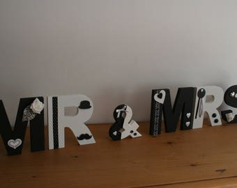 WEDDING letters mr & mrs wooden shades black and white standing or hanging