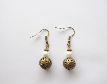 Bronze earrings with pearls