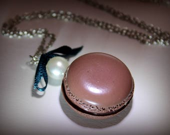 Necklace with polymer clay milk chocolate macaroon
