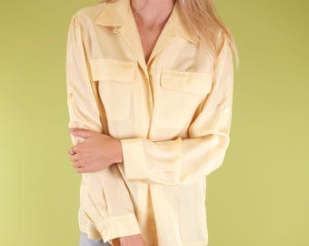 Beautiful light yellow vintage silky button up blouse with breast pockets SIZE M