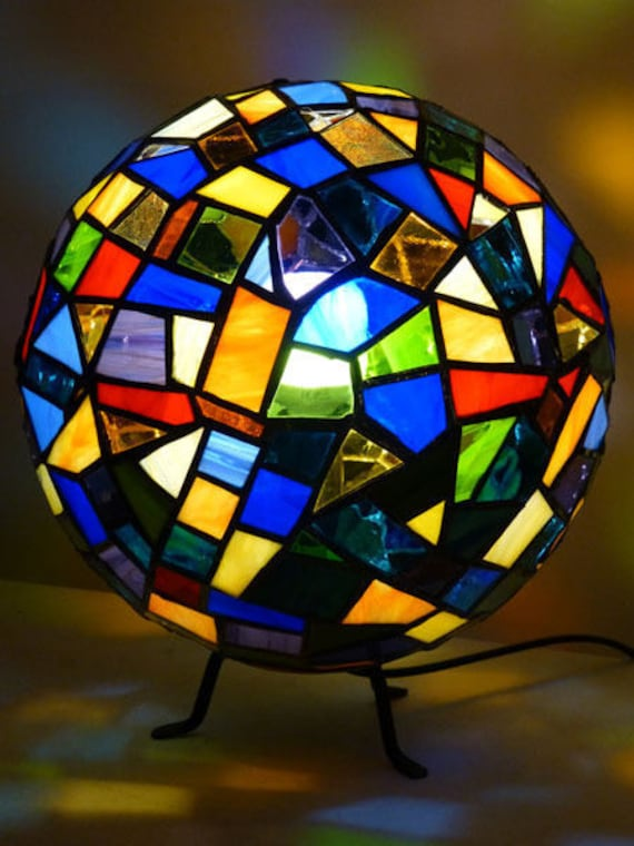 lampe boule vitrail tiffany multicolore. Black Bedroom Furniture Sets. Home Design Ideas