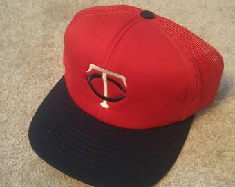 True Vintage Minnesota Twins 80s MLB Snap Back Trucker Hat! Red and white Mesh