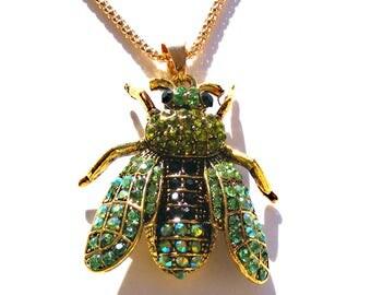 Sautoir abeille doré, strass vert et noir, chaine doré.