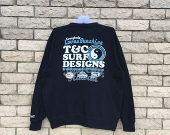 vintage!!! 90's TOWN and COUNTRY surf designs sweatshirt spell out big logo.. T & C surf designs hawaii.. vintage sweatshirt.. size L