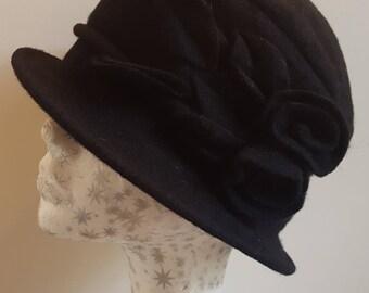 Warm Wool Cloche Hat in Black