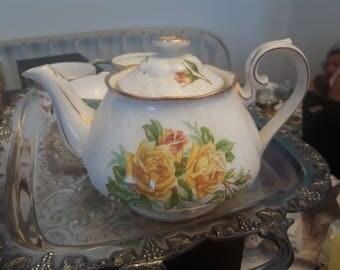 Royal Albert Tea Rose, 12 cups and tea pot