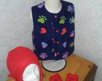 Girls 12 to 18 month 3pc fleece set. Vest, hat, thumbless mittens. All items lined. Multicolored hearts & paws on navy blue. Snap front vest