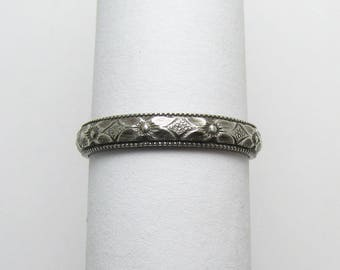 Flower Daisy Milgained edge Ring Engraved floral pattern Stackable Sterling Silver Ring sz 6 1/4 Oxidized Black
