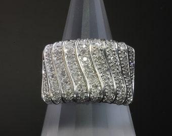 Vintage! 10K White Gold Retro Diamond Ring