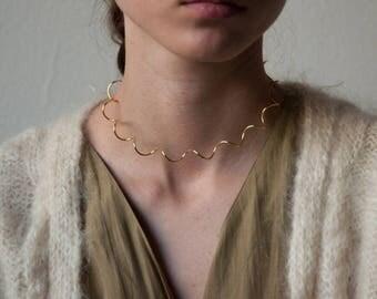 gold spiral choker necklace / vtg 90s choker / minimalist collar / 1782a