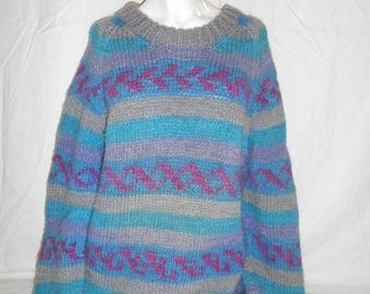 Closing Shop 40%off SALE Vintage Beautiful     Sweater     hand knit      winter warm       clothing clothes
