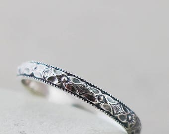 Sterling Silver band ring, flower pattern, stacking