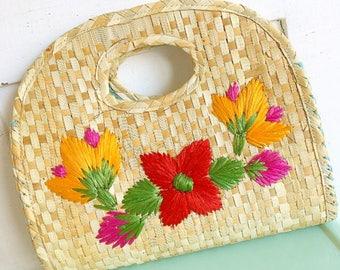 Flower Power... Vintage Woven Straw Raffia Clutch Purse Bag Bohemian Boho Chic Flowers