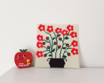 Mid Century Floral Wall Hanging Red Floral Needlepoint Vtg 1970's Red Flower Poppy Bouquet Pixel Picture Vintage Home Decor 1960's Retro