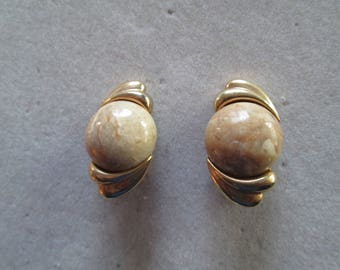 1940's polished stone and gold clip on earrings in natural tones