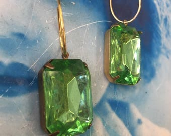 Vintage West German Glass Jewels Faceted Stones Peridot In a Brass Setting or part of an Gold Plated earring kit 25 x18mm 229GOL x2