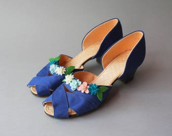 1940s Cobalt Blue Peep Toes Heels / Vintage 40s 50s Strappy Open Toe Shoes / Felt Flowers 1940s Slippers 8 8.5 9