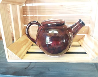 Sweet black and red tea pot