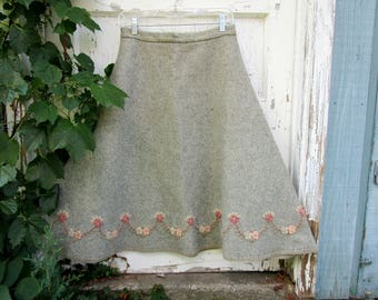 Vintage Embroidered Floral Wool A Line Skirt// Medium// emmevielle
