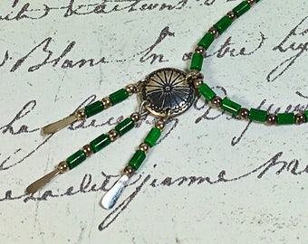 Vintage silver western style delicate dangle necklace green beaded 16 inch dangle choker