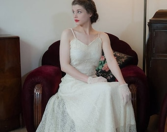 50% CLEARANCE Vintage 1930s Wedding Dress - Lovely Off White Sheer Chantilly Lace 30s Bridal Gown with Built In Slip