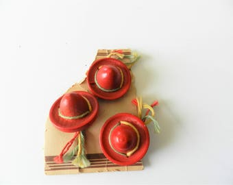 1940s Wooden Sombrero Buttons, Red Hat Buttons, Mexican Hat Buttons, 1940s Wooden Hat Buttons, Red Wood Buttons, FREE USA Shipping