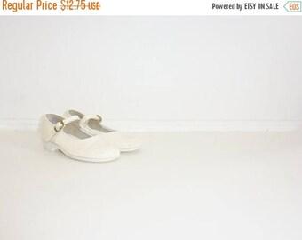 SALE // Vintage Cream Mary Janes